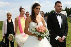 Leoš Mareš se oženil s Petrou Faltýnovou! Bridesmaid Dresses, Wedding Dresses, Petra, Leo, Celebrity, Fashion, Bridesmade Dresses, Bride Dresses, Moda
