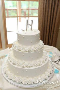 Very clean, elegant, white wedding cake. So pretty!  #weddingcakes #whiteweddingcake  #Vecoma at the Yellow River