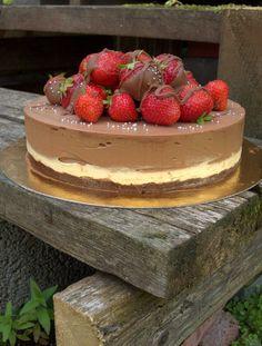 Suklaa-kinuskimoussekakku ohje; (22-24 cm vuokaan) #kinuski #kakku #juustokakku