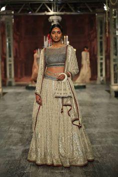 Tarun Tahiliani at India Couture Week 2016 - Look 2