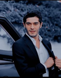 Turkish Men, Turkish Beauty, Turkish Actors, Murat And Hayat Pics, Men Photography, Hande Ercel, Iphone Accessories, Barista, Apple Iphone
