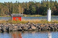 A miniature hut and a lighthouse at the Porkkala sea route