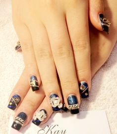 Royalblue gradient black nail with chains