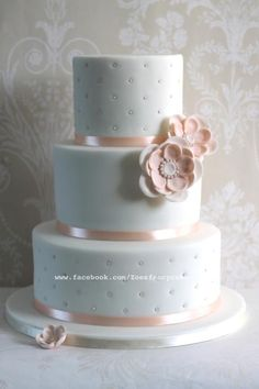 White and peach wedding cake - Cake by Zoe's Fancy Cakes