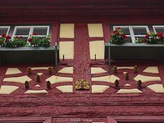 Zeitreise - Fachwerkstadt Königsberg in den Haßbergen.  Um 1180 wurde auf dem Boden einer altfränkischen Königsdomäne dem Weinberg des Königs eine Burg errichtet im Umkreis der Burg dem heutigen Standort der Marienkirche entstand die kleine Stadt Königsberg in Unterfranken (Haßberge).  Wir parkten unser Wohnmobil auf dem öffentlichen Wohnmobilstellplatz der nur wenige Gehminuten von der Innenstadt entfernt ist. Schon der Weg zur Innenstadt führt an vielen alten Fachwerkhäusern vorbei bis man…