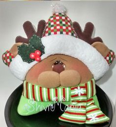 Diy Christmas Door Decorations, Christmas Window Display, Holiday Decor, Christmas Humor, Christmas Crafts, Christmas Ornaments, Holly Wreath, Sewing Pillows, Decor Crafts