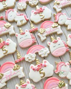 Unicorn sugar cookies for a birthday! Rainbow Sugar Cookies, Iced Sugar Cookies, Cookie Frosting, Royal Icing Cookies, Cute Cookies, Cupcake Cookies, Bolacha Cookies, Cake Pops, Unicorn Cookies