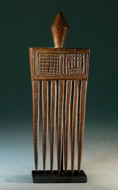 "African Combs & Hair Ornaments – African Hair Decoration - Luvale - Chokwe Comb - A very classic Luvale comb called ""Chisakolo"""