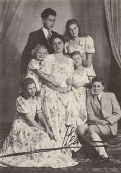 Ileana with her children Stefan, Maria Ileana, Alexandra, Dominic, Maria Magdalena and Elisabeth (daughter of Marie) Vintage Photographs, Vintage Photos, Queen Victoria Family Tree, Romanian Royal Family, Royal Photography, Archduke, Little Paris, Greek Royalty, British Royal Families
