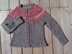 dfe08056021628 Ravelry  Project Gallery for Seamless Yoke Sweater pattern by Elizabeth  Zimmermann  Mostly gray with