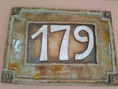 Keramické číslo - kachle Pottery Houses, House Signs, Address Plaque, House Numbers, Handmade Pottery, Ceramic Pottery, Tiles, Ceramics, Home Decor