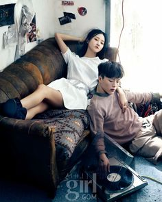 As trends change, and you age, be willing to alter your style so that you can always look your best. Korean Couple Photoshoot, Pre Wedding Photoshoot, Couple Shoot, Fashion Editorial Couple, Fashion Couple, Couple Photography, Photography Poses, Couple Poses Reference, Couples Modeling