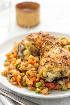 This Farro Risotto with Healthy baked Chicken Thighs is great for a quick weeknight meal as well healthy chicken dinner recipe. Healthy Baked Chicken, Healthy Chicken Dinner, Farro Recipes, Risotto Recipes, Salad Recipes, Farro Risotto Recipe, Clean Eating Recipes, Cooking Recipes, Risotto