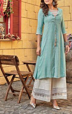 Different Types of Kurti Designs for Women in 2020 Salwar Designs, Kurta Designs Women, Blouse Designs, Pakistani Dresses, Indian Dresses, Indian Outfits, Kurti Styles, Kurta Neck Design, Mode Hijab