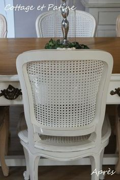 Chaises revisitées - Cottage et Patine - le Blog Dining Chairs, Dining Room, Chaise Vintage, Salon Style, Cottage, Home Staging, Diy Hacks, Wicker, Home Furniture