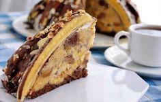 "Tort ""Pancho"" de banane - un desert irezistibil și simplu care nu va da greș - Gospodina. Russian Cakes, Russian Desserts, Russian Recipes, Kiev Cake, French Deserts, Napoleons Recipe, Napoleon Cake, Light Cakes, Honey Cake"