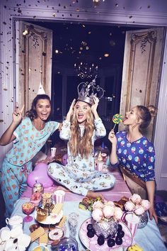 Pajama Party – Slumber the Night Away! Giving a pajama party is really not much different from other parties but there are some crucial things to keep in mind. The Pajama Party is much longer… Photos Bff, Bff Pictures, Best Friend Pictures, Friend Photos, Birthday Goals, Birthday Photos, Girl Birthday, Tumblr Birthday, Cute Birthday Pictures