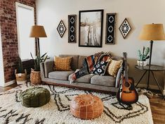 I like the earthy tones and the atmosphere of this room. There is a lot going on … - Boho Living Room Decor Boho Living Room, Living Room Modern, Living Room Interior, Living Room Designs, Earth Tone Living Room Decor, Gray Couch Living Room, Cozy Living Room Warm, Earthy Living Room, Living Spaces