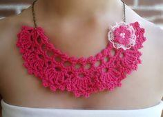 #Complementos de #artesanía. #Collar gargantilla en crochet fucsia diseño de DIDIcrochet. Venta € 11 . http://DIDIcrochet.dawanda.com