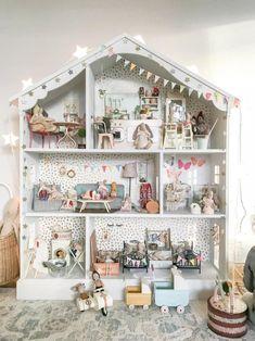 Girls Gold Handles Wardrobe Dream Play House Doll Dollhouse Miniature Furniture