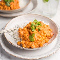 🍴Cizrnová omáčka s rýží recept – rychle, zdravě a jednoduše 🍴 Jimezdrave.cz Vegetarian Main Course, Risotto, Curry, Yummy Food, Diet, Cooking, Ethnic Recipes, Anna, Instagram