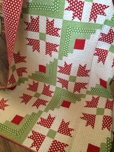 Cabin Christmas Quilt. Polka dots!,