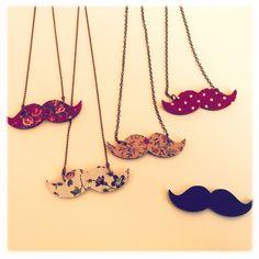 collier moustache imprimé