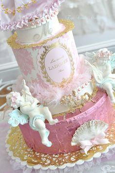 I love this cake! It's like Marie Antoinette, Alice in Wonderland, and Vintage Cupcakes!