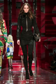 A look from the Versace Fall 2015 RTW collection.