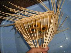 OPLET DNA MIRAHELKA – pletynek – album na Rajčeti Paper Weaving, Paper Basket, Weaving Patterns, Hand Fan, Dna, Handmade, Boarders, Apples, How To Make Crafts