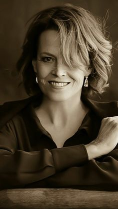 Sigourney Weaver Young, Sigourney Weaver Ghostbusters, Famous Portraits, Beautiful Women Pictures, Beautiful People, Aliens Movie, Star Wars, Character Portraits, Facon