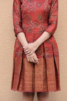 Simple Pakistani Dresses, Indian Gowns Dresses, Indian Fashion Dresses, Indian Designer Outfits, Designer Dresses, Long Dress Design, Dress Neck Designs, Stylish Dress Designs, Long Gown Dress