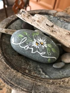 Love you like a rock, love rock, painted rock, word rocks, l Easy Flower Painting, Rock Painting Ideas Easy, Rock Painting Designs, Painting Patterns, Pebble Painting, Pebble Art, Stone Painting, Shell Painting, Painting Art