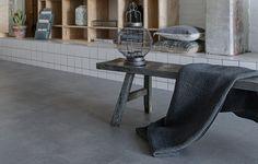 Dieser vinylboden in betonoptik passt hervorragend zu einer