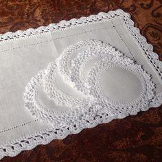 Lino y crochet Crochet Lace Edging, Crochet Fabric, Crochet Motifs, Crochet Borders, Filet Crochet, Crochet Doilies, Crochet Flowers, Knit Crochet, Crochet Patterns