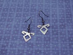 Angelic Power Rune earrings (Shadowhunters) | scroll saw cutting, material: nickel silver | I finally had the chance to try my new polisher. I love it!