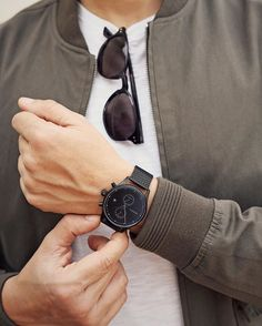 All black everything! The Slate watch from MVMT is classic, simple, & comfortable, featuring a mesh strap & dual time zone sub-dials. Join the MVMT today. Mvmt Watches, Big Watches, Best Watches For Men, Stylish Watches, Cool Watches, Luxury Watches, Unique Valentines Day Gifts, Classic Man, Modern Man
