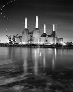 Battersea Power Station-London London View, London Look, Old London, Unusual Buildings, Beautiful Buildings, Architecture 101, Art Deco Stil, Battersea Power Station, London History