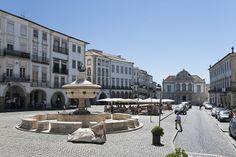 La Plaza do Giraldo, Évora.