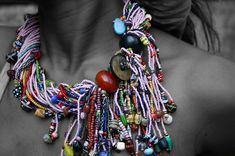 African trade beads ohhh… new and improved…. love this updated look… this gal is wonderfully modern! Chunky Jewelry, Seed Bead Jewelry, Tribal Jewelry, Wire Jewelry, Beaded Jewelry, Jewelery, Jewelry Necklaces, Bead Jewellery, Seed Beads