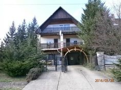 Bükkszék, bevezetett vendégház Cabin, House Styles, Home Decor, Homemade Home Decor, Interior Design, Cottage, Home Interiors, Wooden Houses, Decoration Home