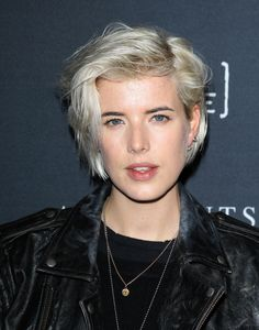 Model Manes: 10 Signature Catwalk Cuts: AGYNESS DEYN: She may be a proper married woman right now, but we always think of her with her platinum punk hair. Short Hair Styles, Short Haircut Styles, Short Thin Hair, Hair Inspiration, Girl Short Hair, Natural Hair Styles, Hair Beauty, Punk Hair, Effortless Hairstyles