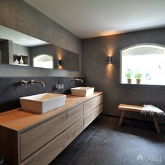 Salle de bain ardoise : naturelle et chic Zen Bathroom Design, Bathroom Styling, Modern Bathroom, Bathroom Storage, Japanese Interior Design, Wood Interior Design, Japanese Bathroom, Baths Interior, Bathroom Goals