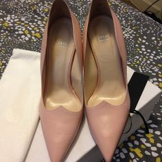 HOT ITEMLIKE NEW VERSACE HEELS!AUTHENTIC ✔️ BOX & DUST BAG INCLUDED WITH PURCHASE PEACH COLOR! ONLY WORN ONCE!!! LIKE NEW!!! SERIOUS BUYERS ONLY NO TRADES  Versace Shoes Heels