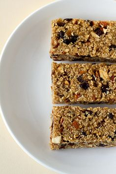 Fig, Date & Almond Granola Bars...sounds good, except I think substituting dried apricots for the dates seems more up my alley.