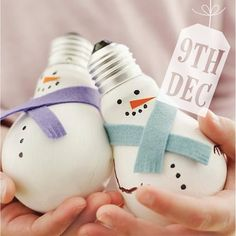 #Day9- Some DIY Christmas decoration inspiration! Easy to make snowmen ornaments…