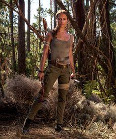 """a-ripley: """"Alicia Vikander como Lara Croft em Tomb Raider Lara Croft Outfit, Lara Croft Costume, Lara Croft Cosplay, Tomb Raider Alicia Vikander, Alicia Vikander Lara Croft, Disfraz Tomb Raider, Tomb Raider Costume, Tomb Raider Outfits, Tom Raider"""