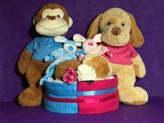 Luiertaart tweeling Broer en Zus. Een geweldig kraamkado voor nieuwe trotse ouders met een tweeling o.a. voor elke kindje een grote zachte knuffel.
