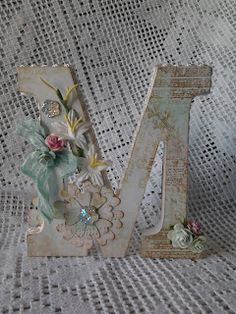 Lace and Pearls - Wood Letters Wood Letter Crafts, Initial Crafts, Wood Letters, Monogram Letters, Alphabet Art, Letter Art, Diy Craft Projects, Decor Crafts, Decoupage