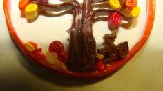 ciondolo autunnale dettaglio scoiattolo e funghetti